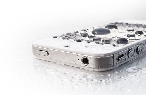 Телефон после дождя может выйти из строя