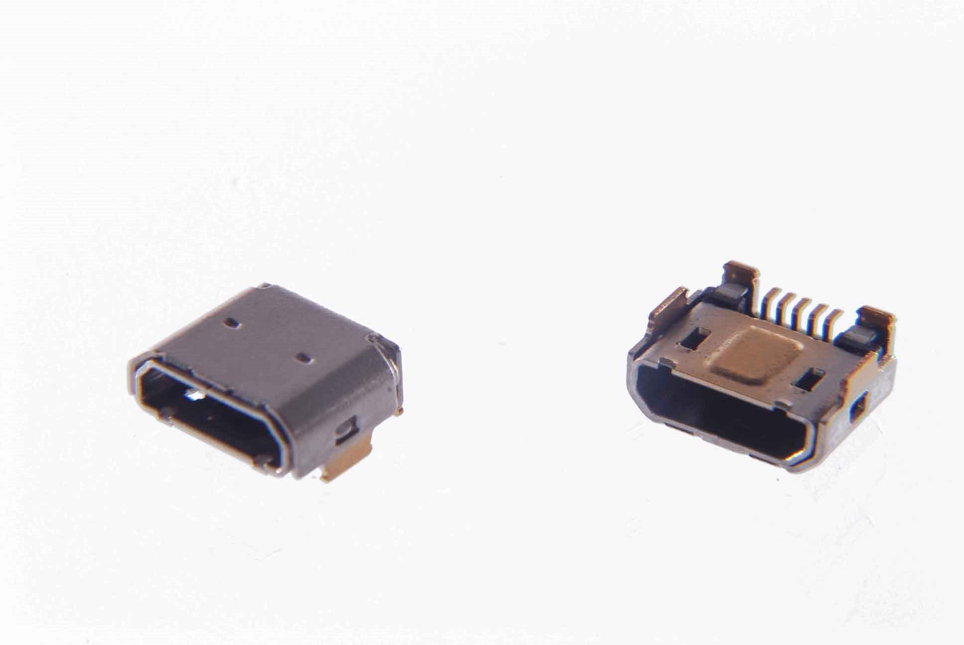 №3. Разъемы под micro-USB для зарядки телефона