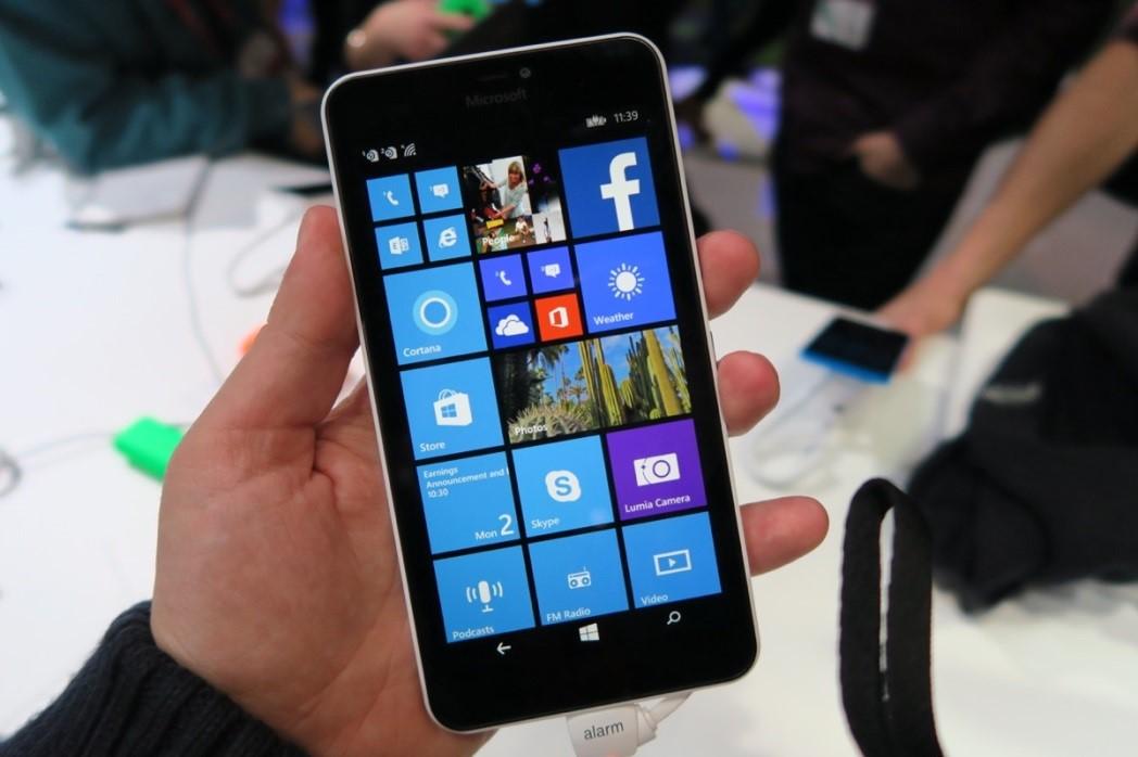 Вид телефона Microsoft Lumia 640 XL