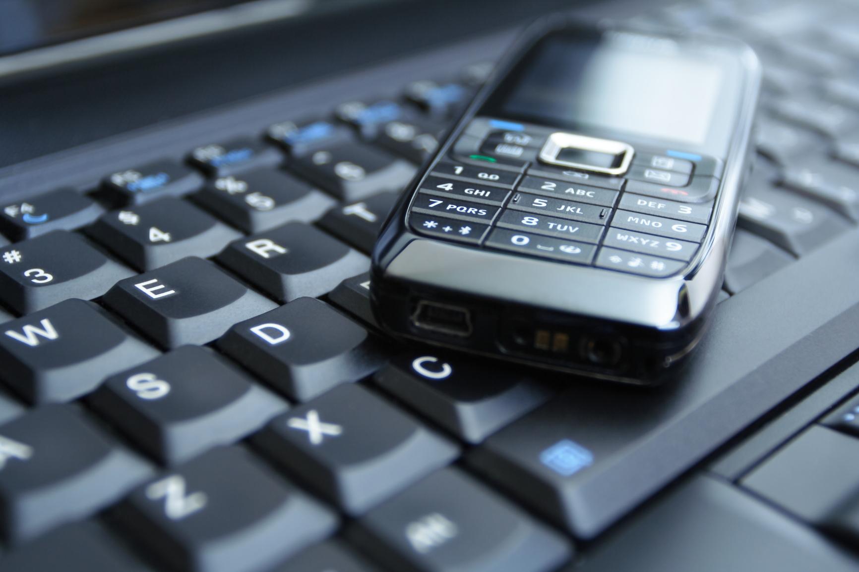 ноутбук подключение через сотовый телефон