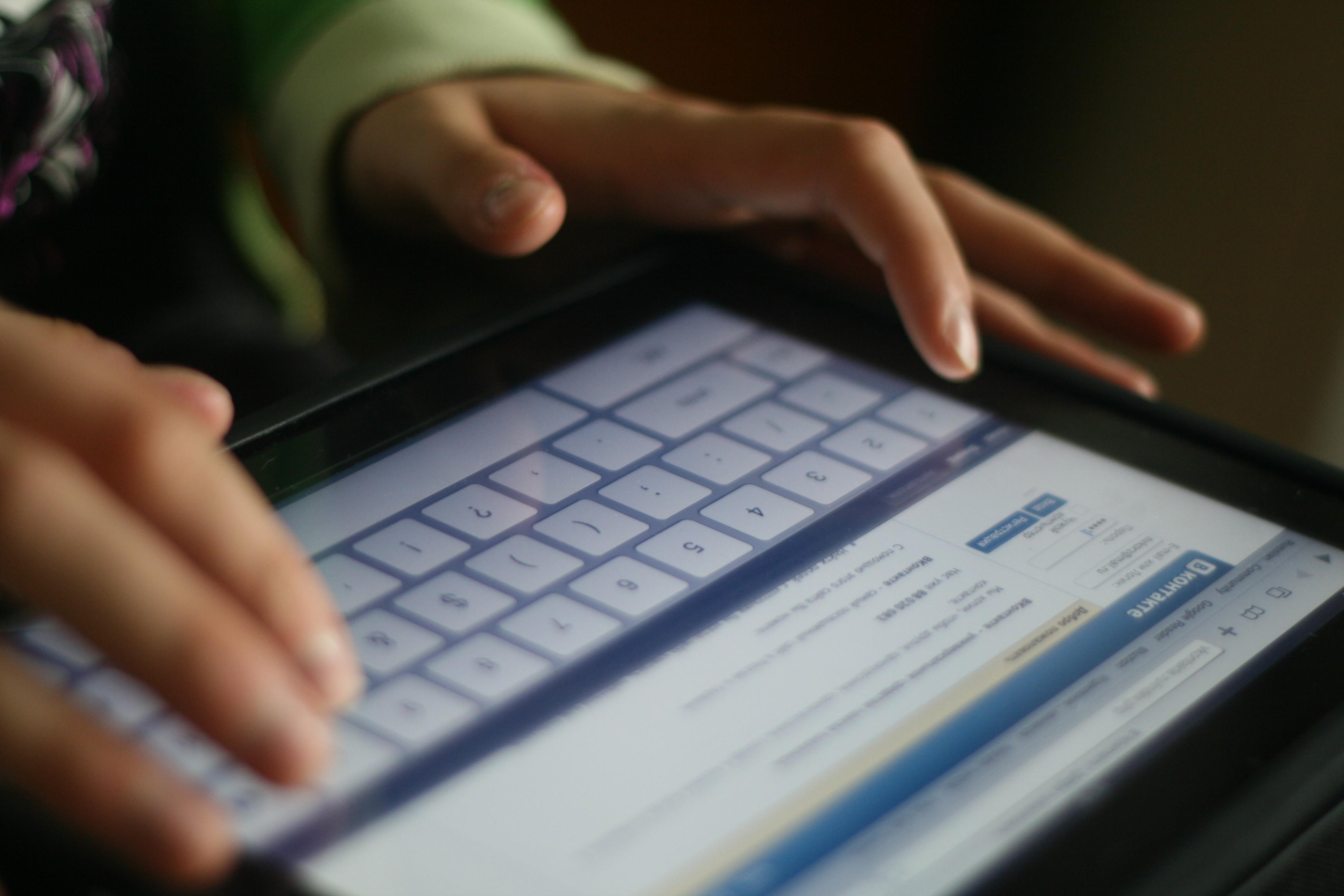 Зависимость от социальных сетей: как называется, у