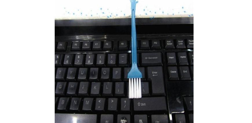 №1. Щетка для чистки клавиатуры