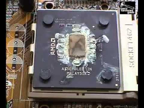 №3. Вид сгоревшего процессора, ещё не вынутого из материнской платы