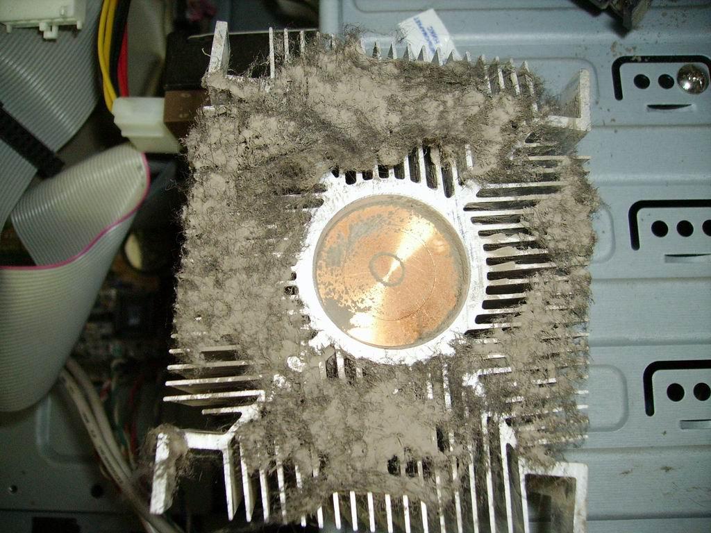 №4. Кулер сильно загрязнённый пылью