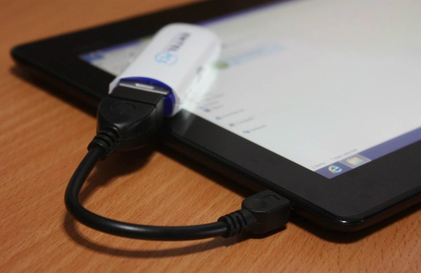 №2. Модем, подключённый к планшету при помощи кабеля-адаптера