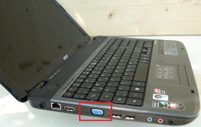 Рис.6. С помощью VGA-разъёма второй монитор можно подключить даже ноутбуку.