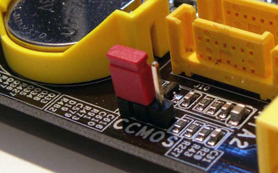 Рис.8. Джампер очистки CMOS