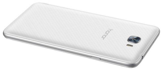 На верхнем торце телефона расположен разъем 3,5 мм для гарнитуры.