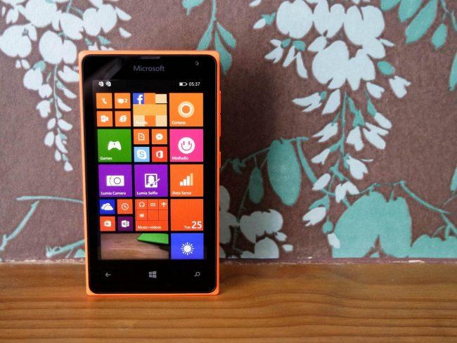 Lumia 435 работает на Windows
