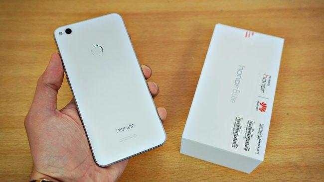 Коробка с Huawei Honor 8 Lite