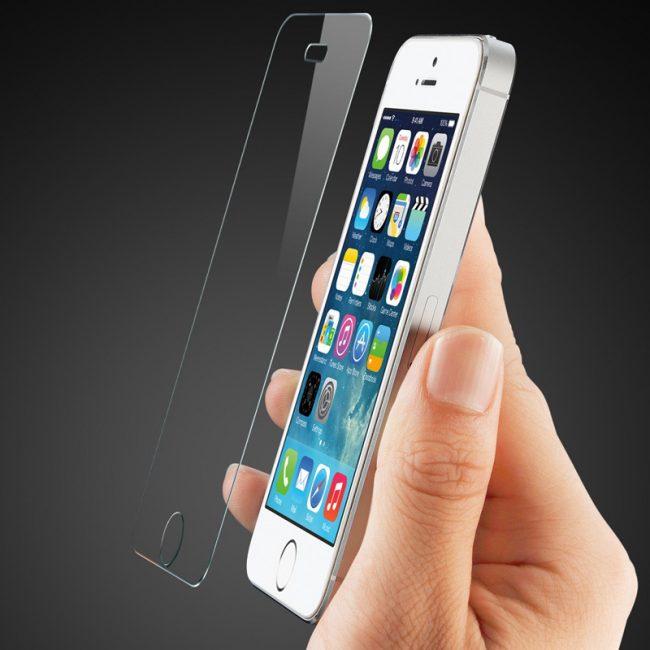 Защитное стекло на телефоне