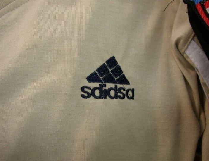 Рис. 6. Подделанный знак Adidas