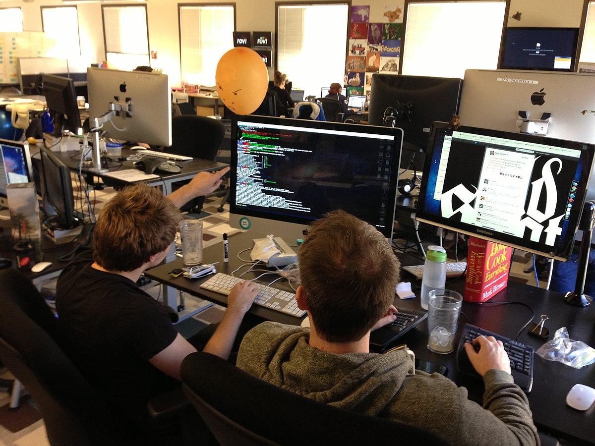 Рис. 3. Работа программистов в офисе