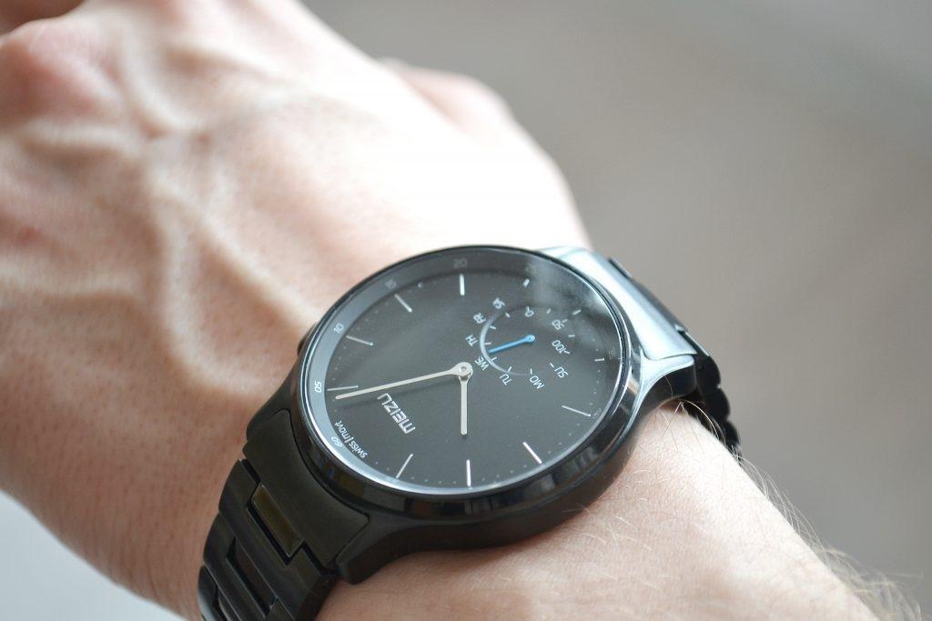 Рис. 10. Смарт-часы от Meizu.