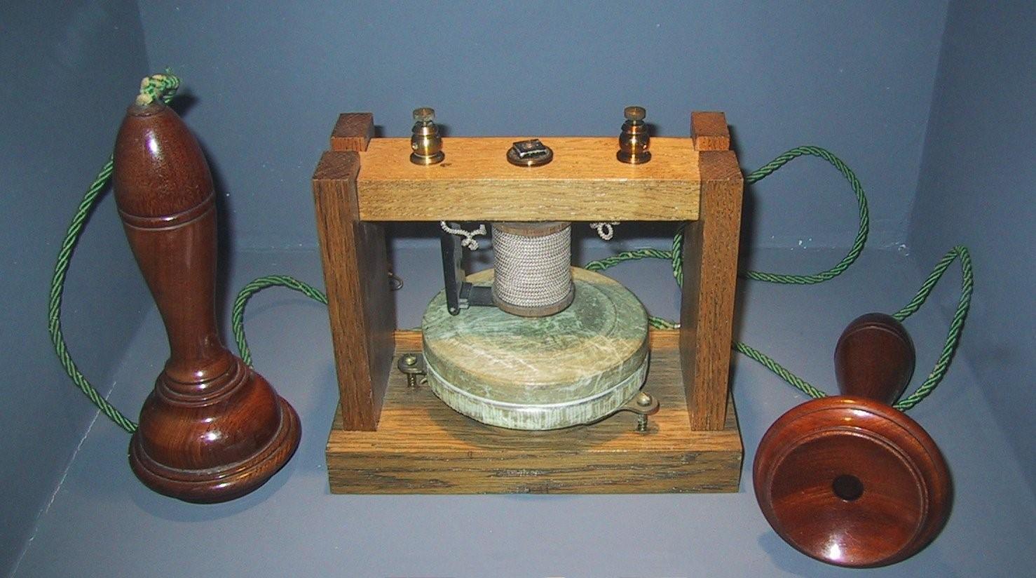 <Рис. 2 Телефон>