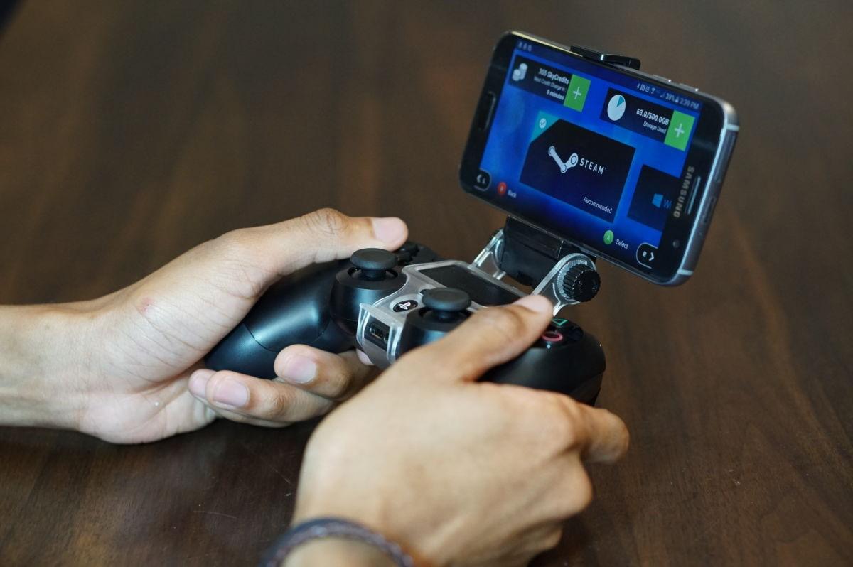 Рис. 3. Использование смартфона в качестве игровой приставки.