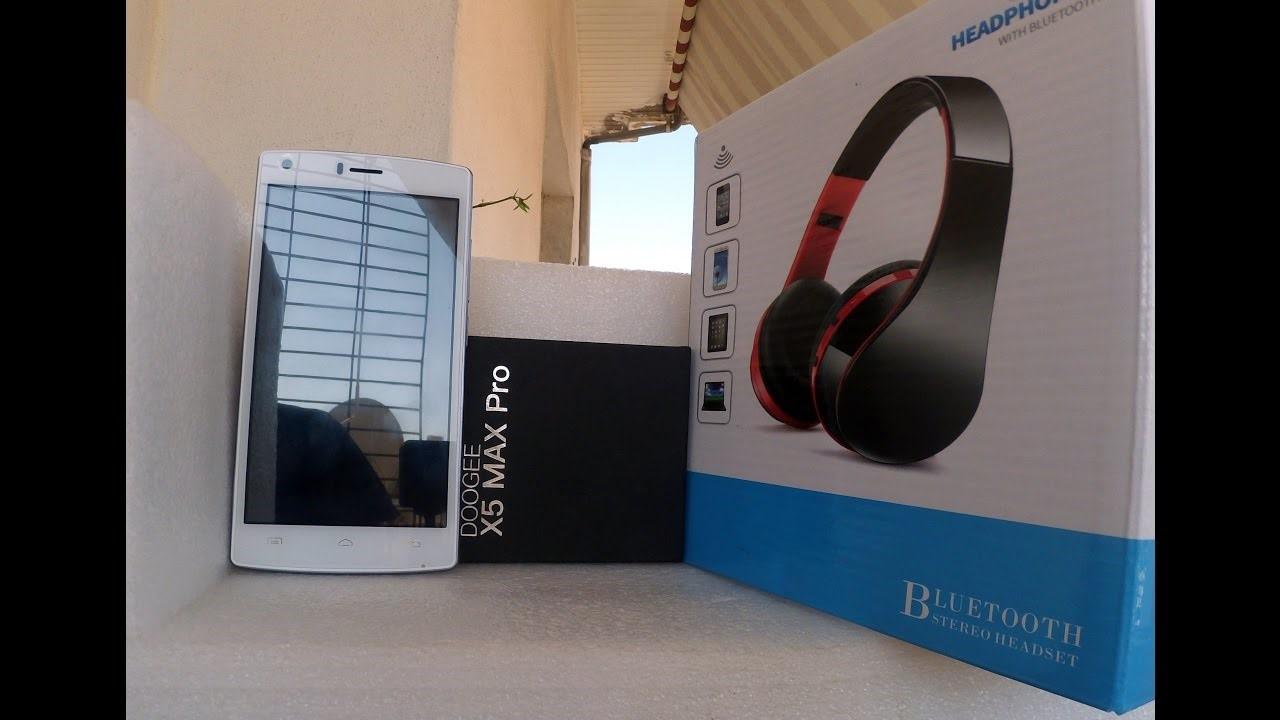 Рис. 7 – Смартфон с Bluetooth наушниками