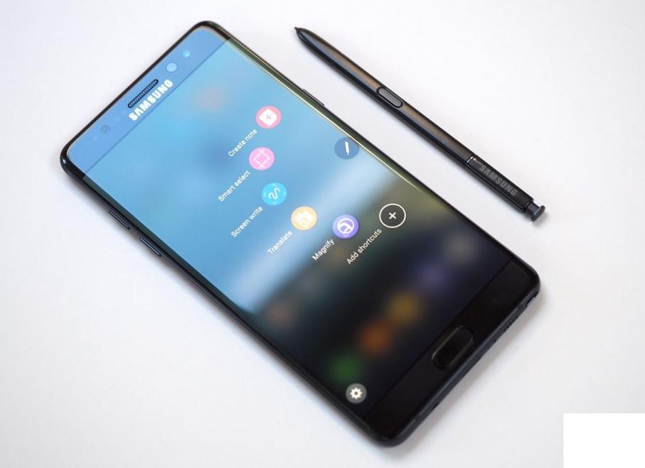 Рис. 8. Безрамочный фаблет Galaxy Note 9 – огромный размер, впечатляющее ОЗУ.