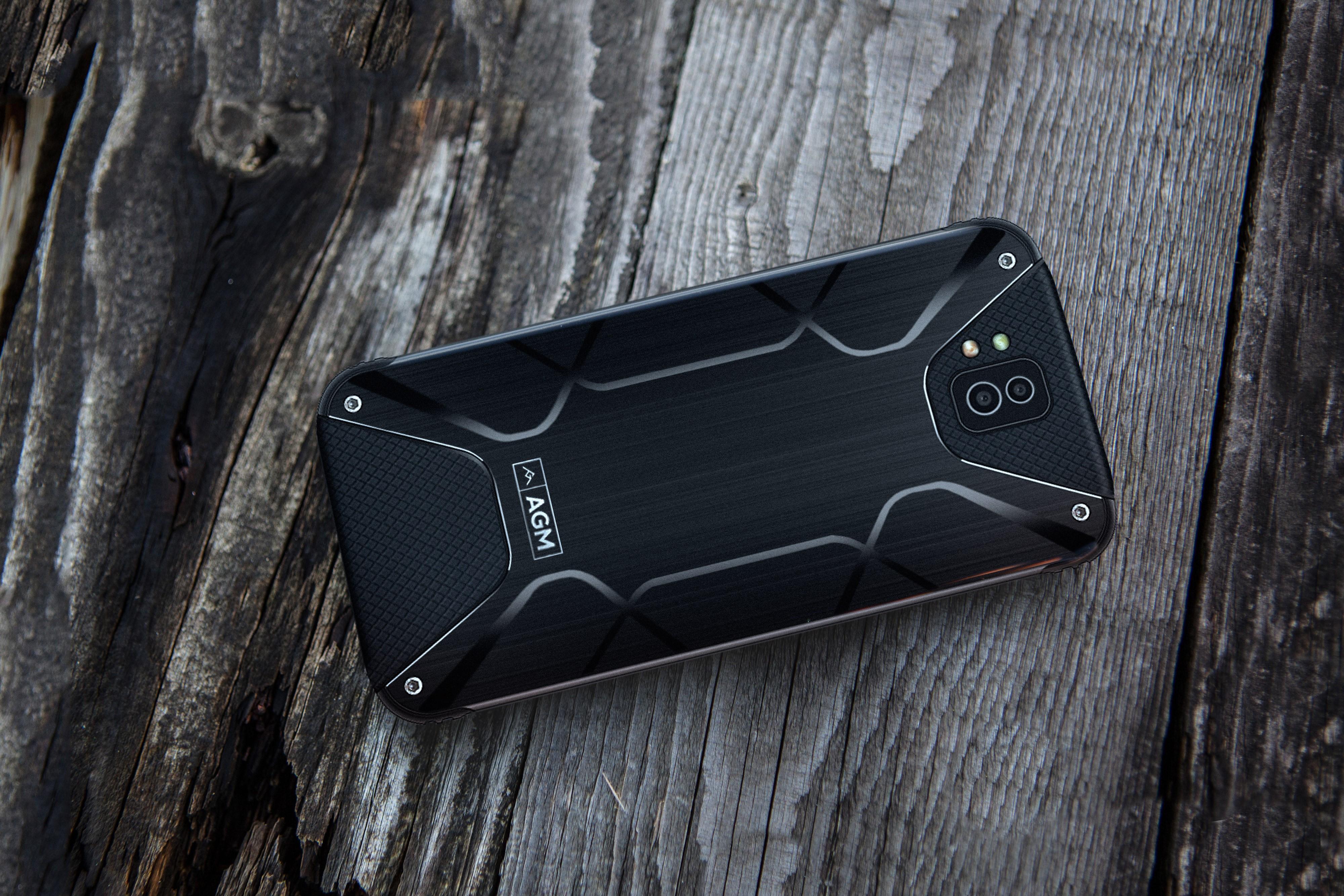 Рис. 9. Смартфон AGM X2.