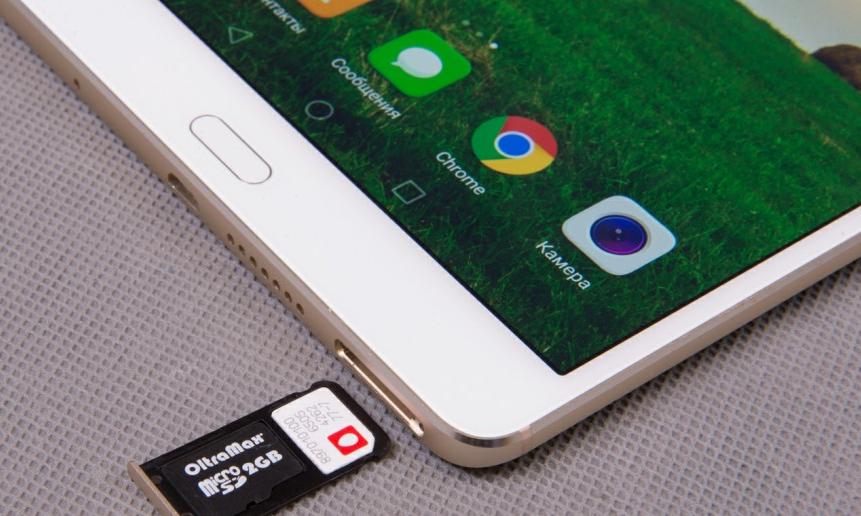 Рис. 4. Установка SIM-карты и microSD-карты в корпус планшета.