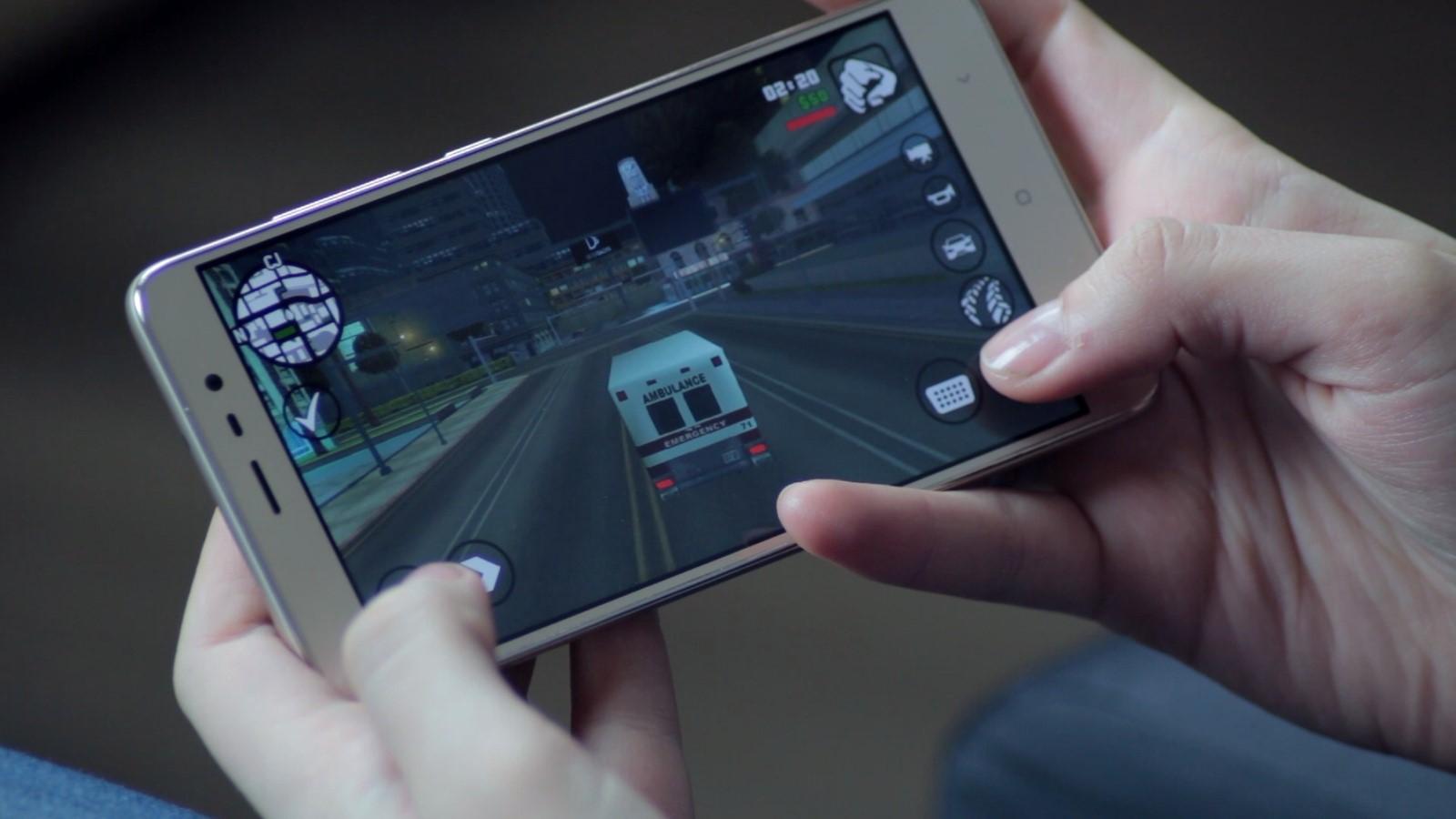 Рис. 4. Использование смартфона для игры.