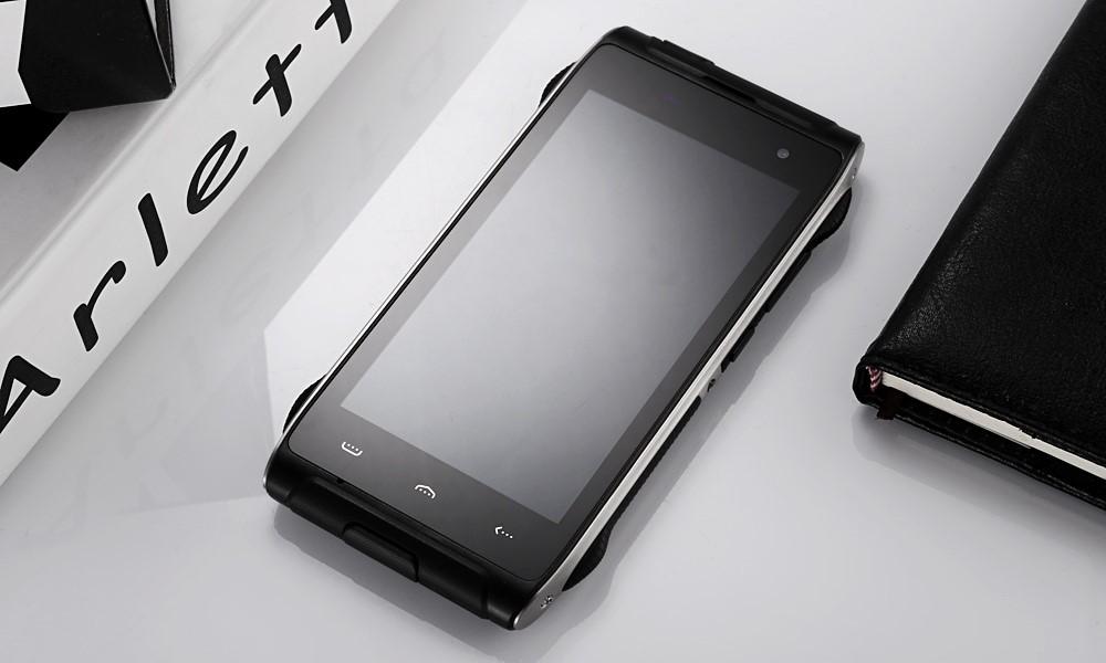 Рис. 9. Защищённый смартфон от HomTom.