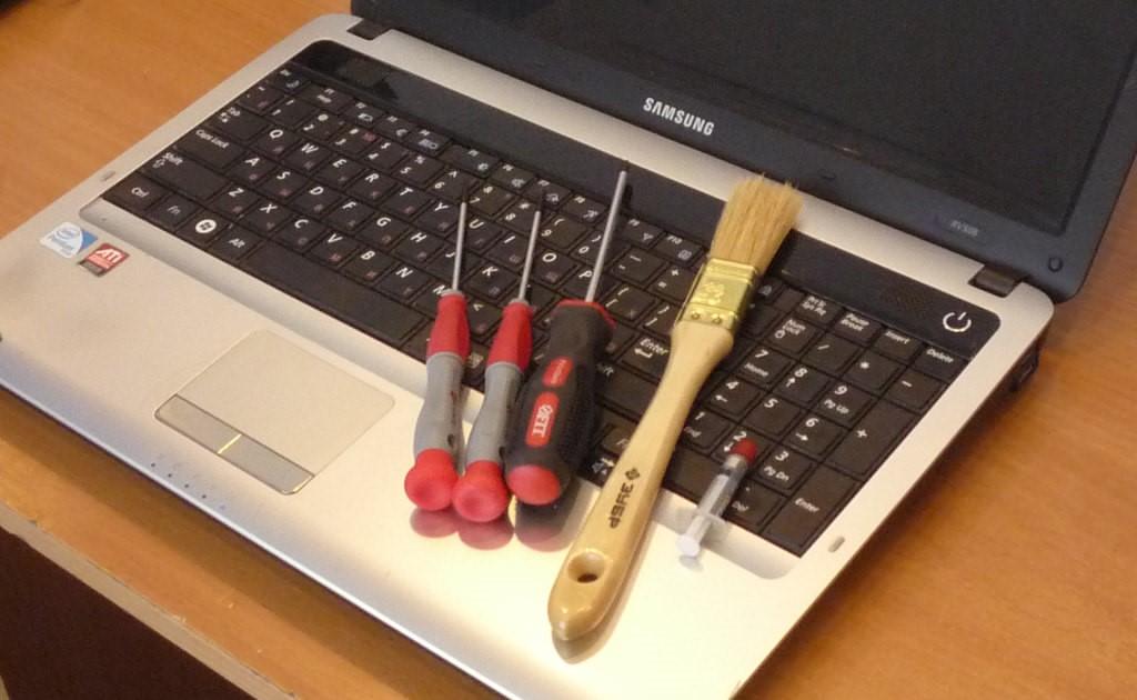 Рис. 5. Комплект инструментов для очистки лэптопа.