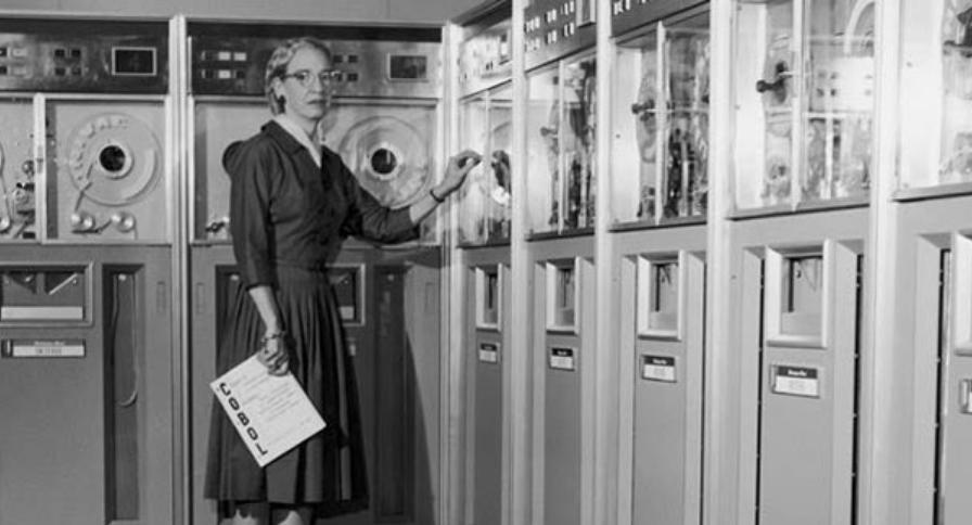 Рис. 4. Грейс Хоппер и компьютер UNIVAC.