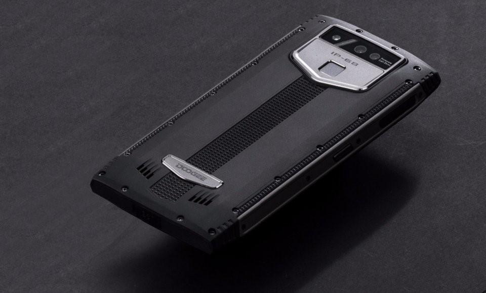Рис. 9. Защищённая модель Doogee S50 с двумя двойными камерами.