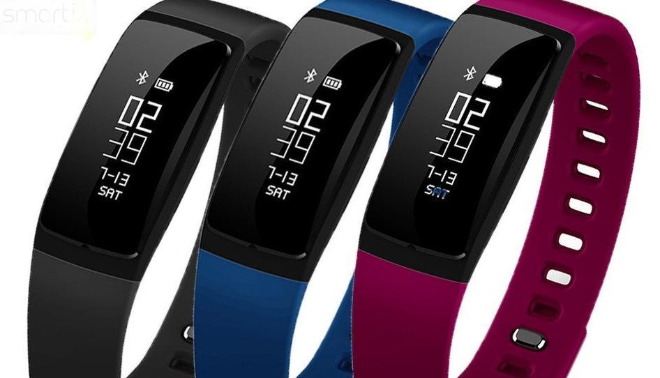 Рис. 4. Тонкий фитнес-браслет Smartix v07 весит меньше 20 г.