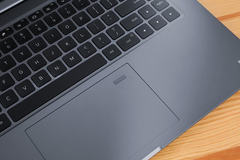 Рис. 4. Клавиатура и тачпад ноутбука.