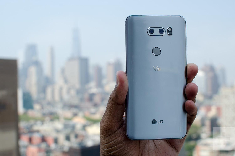 Рис. 7. Модель LG V30 – камерофон с хорошим основным модулем для съёмки.