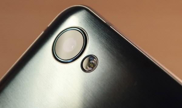Рис.9 Камера и фотовспышка смартфона Q6.