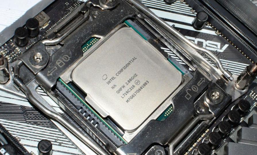 Рис. 12. Процессор i9-7960X.