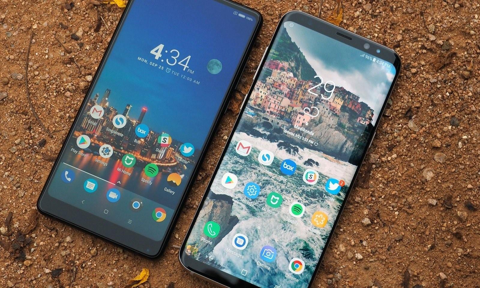 Рис. 3. Смартфоны с практически полностью отсутствующими рамками.