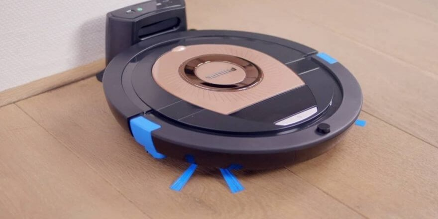 Рис. 4. Компактный пылесос Philips FC 8776 свободно проходит под мебелью.