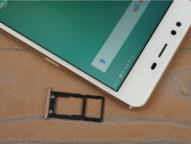 Рис. 5. Лоток для СИМ-карт и карт памяти