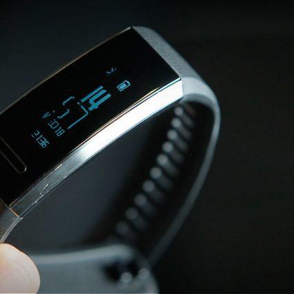 обзор Huawei band 2 pro