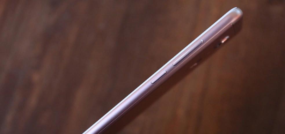 Рис. 4. Правая грань Xiaomi Redmi 5.
