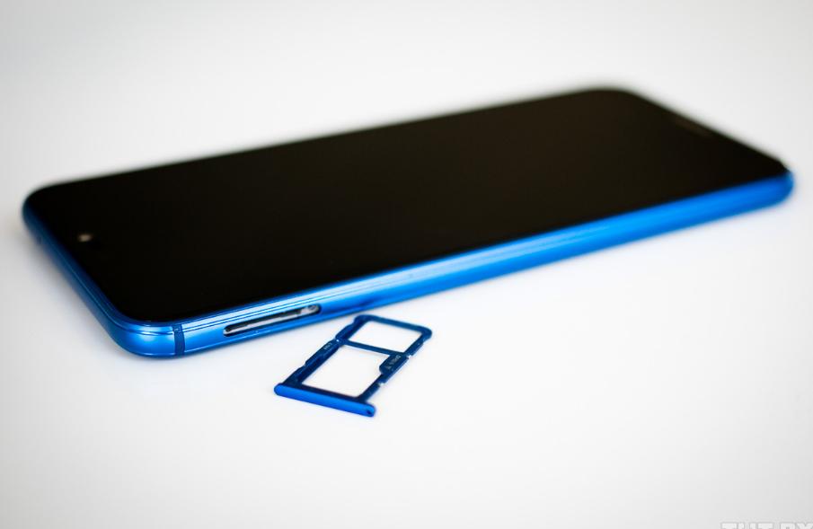 Рис. 8. Рамка комбинированного слота для СИМ-карт и microSD.
