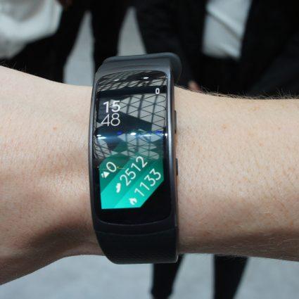 обзор трекера Samsung Gear fit 2
