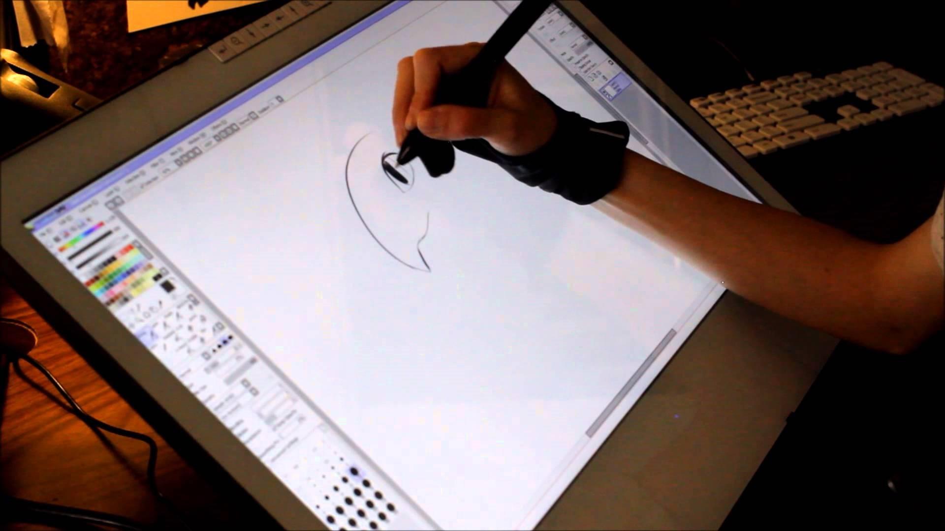 Рис. 10. Огромный графический планшет Yiynova MVP22U (V3) + RH с пультом управления.