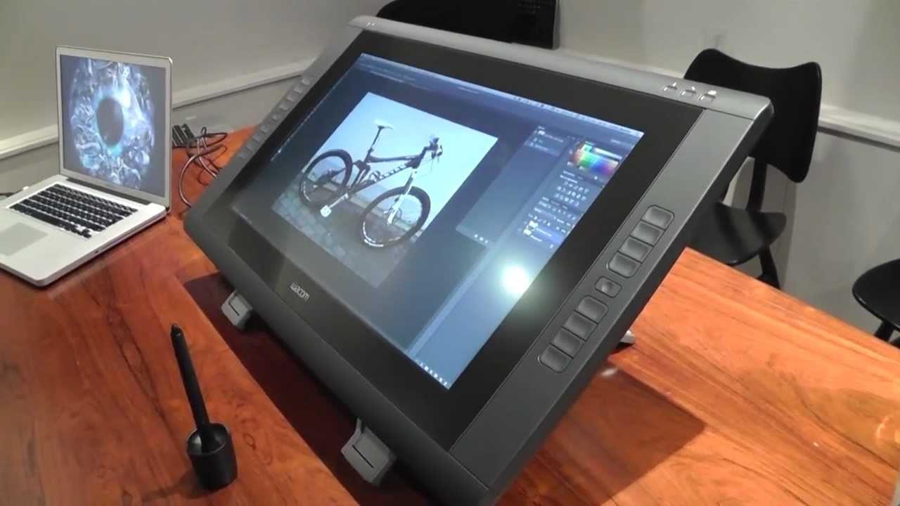 Рис. 3. Удобный и большой графический планшет DTK-2200 с 22-дюймовым графическим экраном.