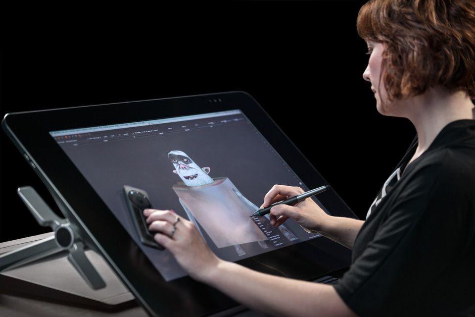Рис. 8. Модель Cintiq 27HD Touch DTH-2700 для профессиональных художников.