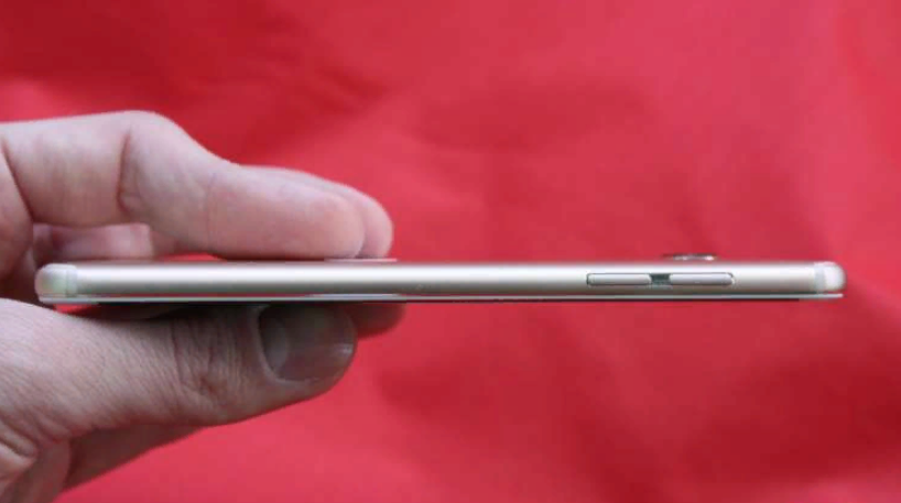 Рис. 3. Левая грань смартфона.