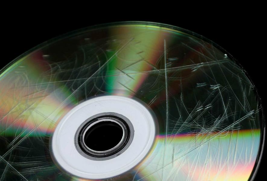 Рис. 2. Повреждённый DVD.